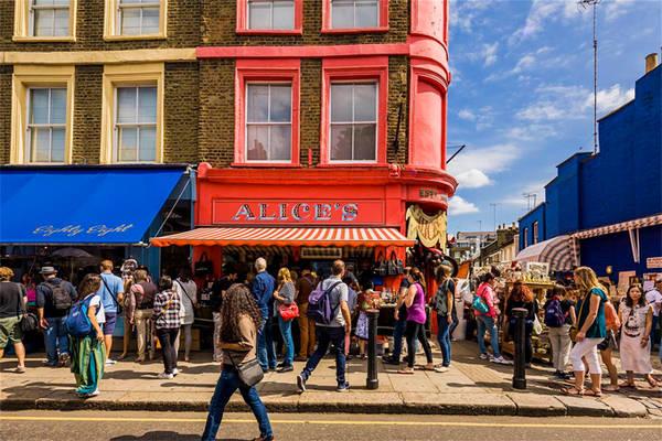 Chợ đường phố Portobello là chợ đồ cổ lớn nhất ở Anh.