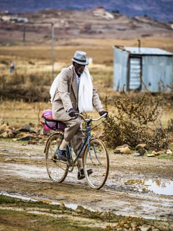 Xe đạp là phương tiện đi lại chính của người dân nơi đây  Có gì tại đất nước khó xin visa nhất thế giới o quoc gia kho xin thi thuc nhat the gioi co gi ivivu 4