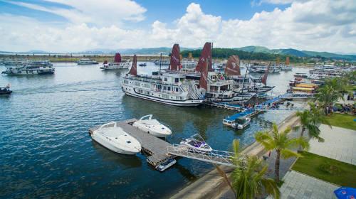 Toàn bộ tàu du lịch chuyển về cảng Tuần Châu từ ngày 1/1/2016. Ảnh: TĐTC.