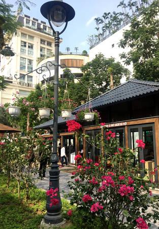 Cảnh quan của khu phố sách được thiết kế khá thân thiện, hiện đại và đẹp mắt, với nhiều tiện ích dành cho những người đến tham quan.