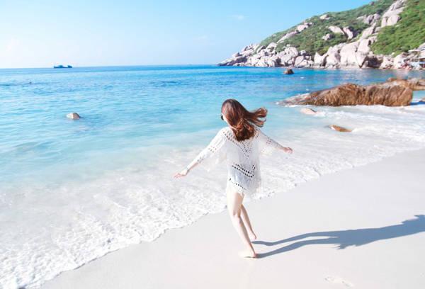 Bãi Nồm ở Bình Ba trong xanh và rất sạch, một trải nghiệm tuyệt vời cho một hòn đảo du lịch. Nước xanh, cát trắng, nắng vàng, không khí trong lành, độ ẩm dễ chịu, nơi đây làm tôi mất khái niệm về thời gian, những lo toan hàng ngày của cuộc sống.