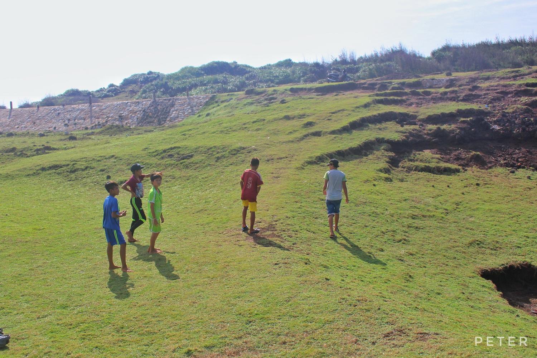 Những đứa trẻ trên đảo.