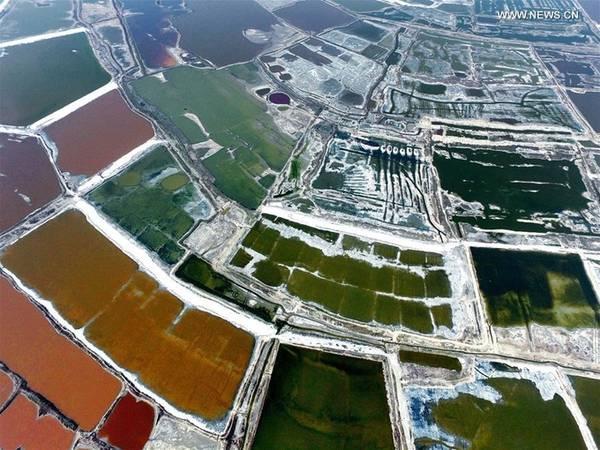 Nếu đến hồ Vận Thành vào mùa đông, du khách sẽ có cơ hội ngắm nhìn những khối pha lê muối hình thành trên khắp mặt hồ.