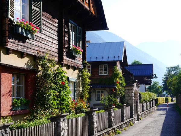 Tản bộ khắp trong làng, mọi góc nhỏ của Hallstatt đều có thể trở thành một dấu ấn in sâu vào trái tim của bạn.