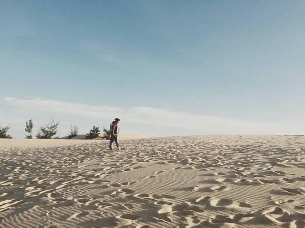 Đồi cát nằm ở xã Quang Phú, giáp xã Nhân Trạch, huyện Bố Trạch, cách Đồng Hới khoảng 8 km về phía bắc, theo đường Trương Pháp. Ảnh: ngoccfcvn