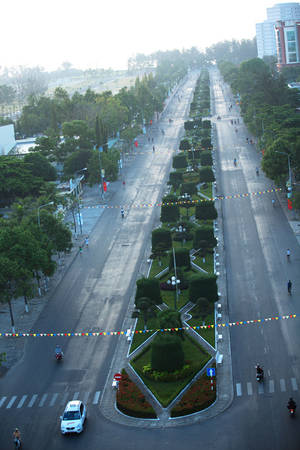 Đường phố Phan Thiết buổi sáng tinh mơ nhìn từ độ cao 300 m
