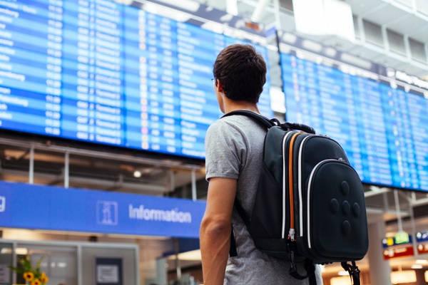 Check-in sớm: Theo lời nhân viên sân bay, hành lý thất lạc thường xuyên hơn nếu du khách check-in vào phút chót. Check-in càng muộn càng có nguy cơ hành lý không đi cùng chuyến bay, bởi chúng có khả năng không qua được băng chuyền đúng giờ.