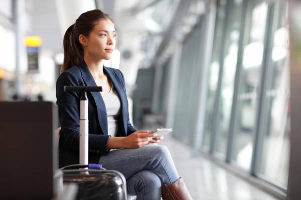 Làm bảo hiểm khi mang theo vật có giá trị: Một hành khách không làm bảo hiểm và chứng minh tài sản trên máy bay đã bị đánh cắp 8 chiếc iPad mà chỉ được hoàn lại 30 USD. Để tránh trường hợp này, du khách nên làm bảo hiểm, hoặc ít nhất chụp lại ảnh đồ vật tại quầy check-in để làm bằng chứng.
