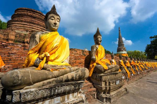 Tham quan Ayutthaya: Từng là thành phố lớn nhất thế giới, nay Ayutthaya chỉ còn lại một ít phế tích của những tu viện, ngôi chùa... Chỉ cách Bangkok 85 km, du khách có thể dành một ngày để tìm hiểu về Ayutthaya. Ảnh: Cityzeum.