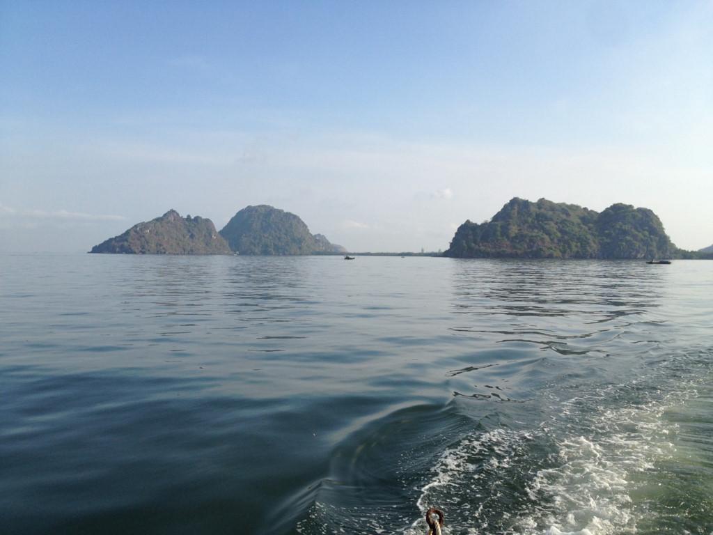 Kiên Giang là điểm đến hấp dẫn mọi du khách mỗi dịp hè về. Ngoài hòn đảo Phú Quốc nổi tiếng, vùng biển Kiên Giang còn có nhiều đảo lớn bé khác .