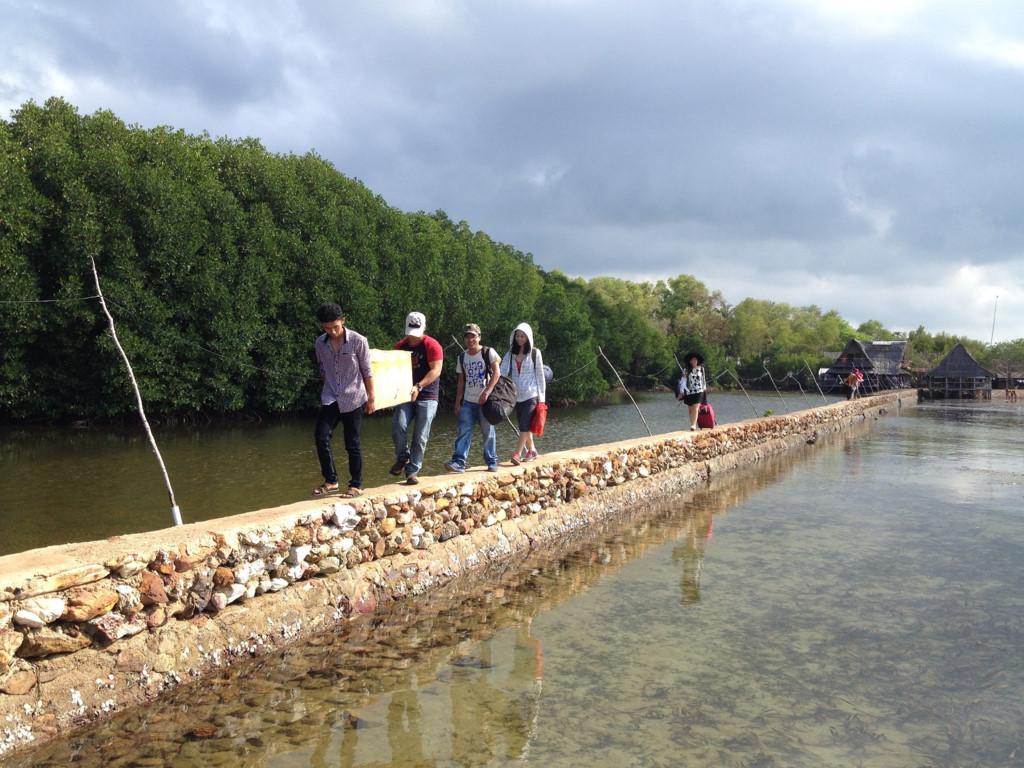Trong chuyến đi lần này, đoàn 15 người chúng tôi đã dành 3 ngày cuối tuần khám phá đảo Ba Hòn Đầm và đảo Hải Tặc, với chi phí chỉ khoảng 1,8 triệu đồng mỗi người.