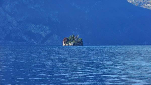 Hồ Iseo, Lombardy: Hồ Iseo nhỏ, yên tĩnh và phong cảnh đẹp so với hai hồ Como và Garda gần đó. Iseo cũng được coi là điểm du lịch hấp dẫn ở miền bắc Italia.