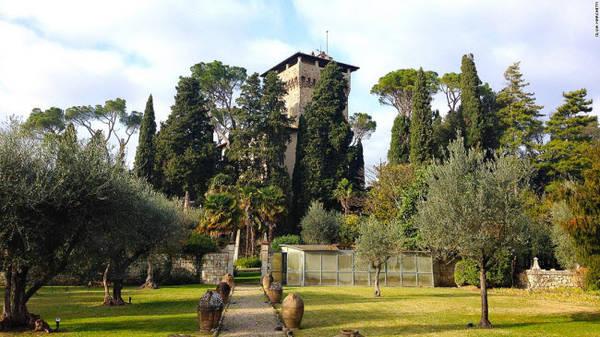 Cetona, Tuscany: Thị trấn cổ trên đồi ở vùng Tuscany gây ấn tượng với đường phố hẹp, quảng trường cổ kính và nhịp sống chậm. Khu vực ngoại ô xung quanh nổi tiếng với dầu ô liu thượng hạng.