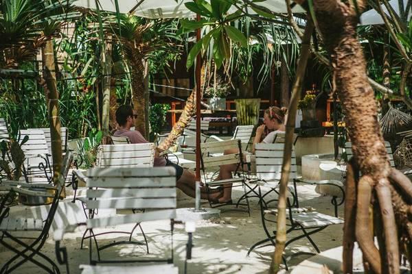 The-Fish-Hostel-Restaurant-phu-quoc-ivivu-7