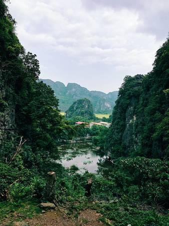 Một khung cảnh bình yên nhìn từ chùa thượng.