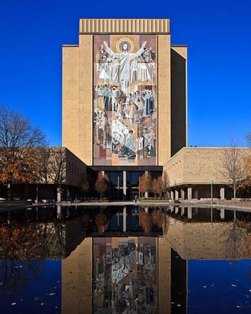 Đại học Notre Dame luôn nằm trong danh sách các trường đại học đẹp nhất thế giới.