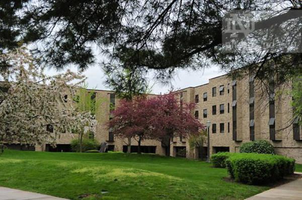 Đại học Notre Dame bao gồm 5 trường trực thuộc bậc đại học và một trường luật.