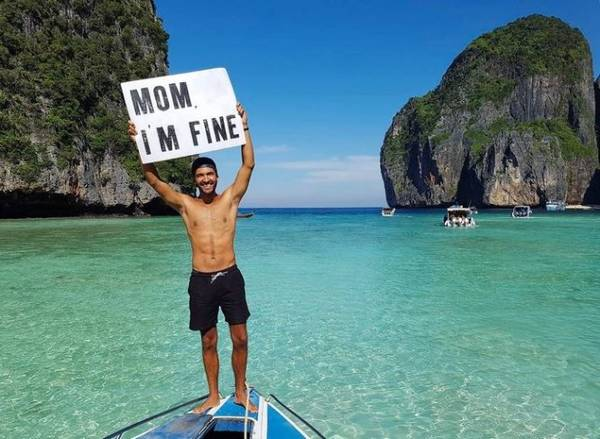 Jonathan Kubben Quiñonez chụp hình ở Krabi, miền nam Thái Lan kèm thông điệp trấn an mẹ
