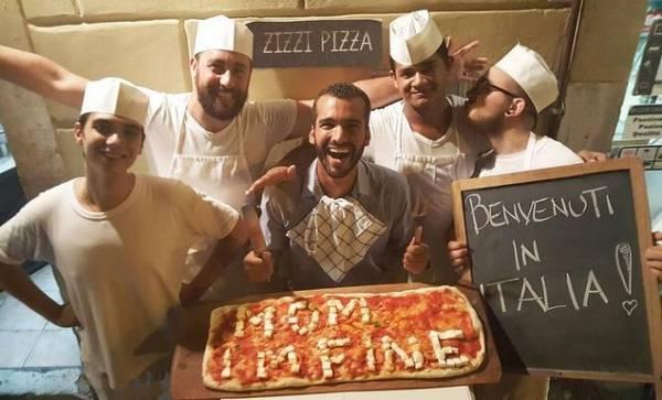 Anh nghĩ ra nhiều cách nhắn nhủ mẹ, chẳng hạn viết chữ lên bánh pizza