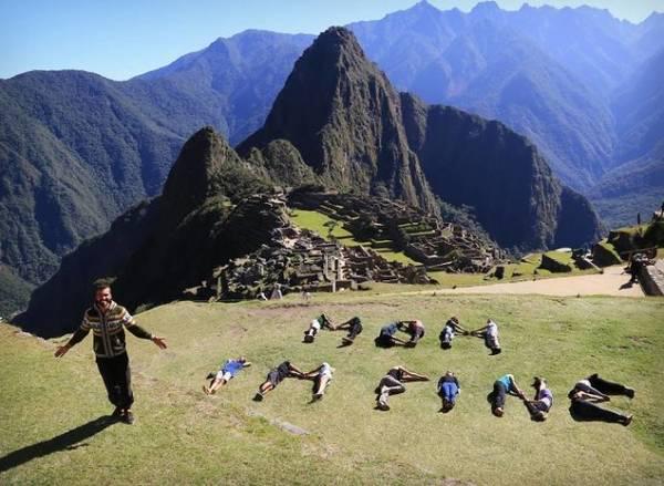 Đang làm tư vấn kinh doanh tại Brussels, Bỉ, Jonathan Kubben Quiñonez xin nghỉ để thỏa đam mê du lịch
