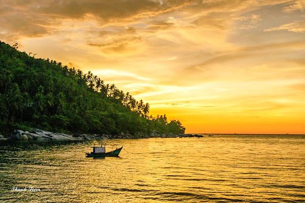 Sau một ngày lăn lộn, trải nghiệm cùng biển cả, đã đến lúc ta phải nghỉ ngơi, thư giãn và ngắm hoàng hôn tuyệt đẹp, để cảm nhận cuộc sống thật yên bình, biển cả bao la, hiền hòa, thơ mộng, đất nước mình tươi đẹp.