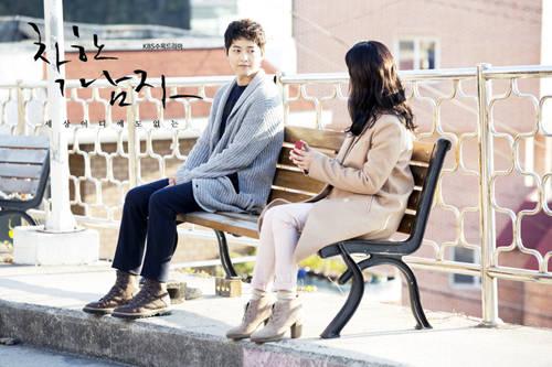Tuy nhiên, nổi tiếng hơn cả là hàng ghế gỗ nằm trên con đường chính của Dongpirang - nơi quay cảnh kết thúc của bộ phim. Tại chiếc ghế gỗ này, nhân vật Maru đã mỉm cười và trao nhẫn cầu hôn cho Eun Gi sau thời gian dài anh theo dõi cô gái âm thầm theo đuổi mình.