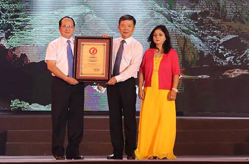 Hang Sơn Đoòng được thêm 2 tổ chức kỷ lục trao chứng nhận lớn nhất thế giới. Ảnh: Hoàng Táo