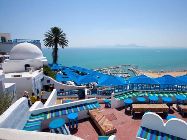Sidi Bou Said là một thị trấn nhỏ nằm gần Tunis, Tunisia, nhìn ra vùng biển Địa Trung Hải. Bên cạnh những cảnh quan tuyệt đẹp, thị trấn được cho là nguồn cảm hứng sáng tác của rất nhiều nghệ sĩ nổi tiếng, trong đó có họa sĩ người Thụy Sĩ, Paul Klee. Ảnh: Shutterstock/Sidi Bou Said.