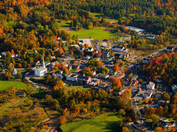 Khu nghỉ mát của Stowe, Vermont (Mỹ), được biết đến với nhiều hoạt động trượt tuyết, đi bộ đường dài, xe đạp leo núi và dịch vụ spa đẳng cấp thế giới. Ảnh: Shutterstock/DonLand.
