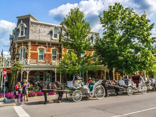 Vẻ đẹp yên bình của thị trấn Niagara-on-the-Lake, nằm ở trung tâm vùng rượu vang Ontario, Canada, khiến du khách cảm thấy như thời gian ngừng trôi. Ảnh: Shutterstock/Kiev.Victor/.