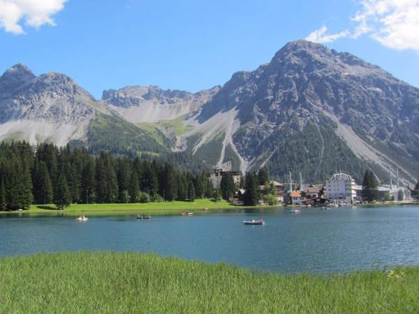 Thị trấn Arosa của Thụy Sĩ nằm dưới chân núi Weisshorn, Hörnli và Schiesshorn, mang đến một khung cảnh tuyệt đẹp với nhiều hoạt động hút khách quanh năm, là nơi lý tưởng cho những người yêu trượt tuyết vào mùa đông và đi bộ đường dài vào mùa hè. Ảnh: Flickr/Stephen Colebourne.