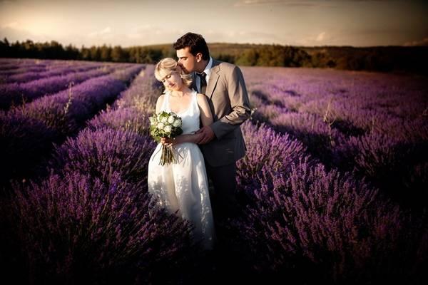 Nếu bạn đang lên kế hoạch chụp ảnh cưới, kết hợp du lịch thì Provence cũng là điểm đến đáng cân nhắc cho mùa hè