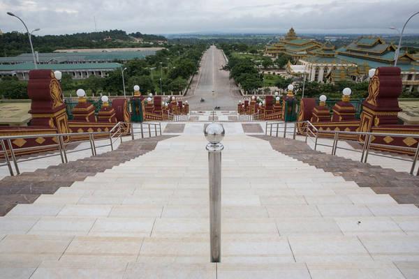 Đây là thành phố Naypyidaw, thủ đô của Myanmar. Naypyidaw có diện tích hơn 7.054 km2, gấp bốn lần London (1.569 km2) nhưng số dân sống tại đây chỉ bằng 1/9 dân số London.