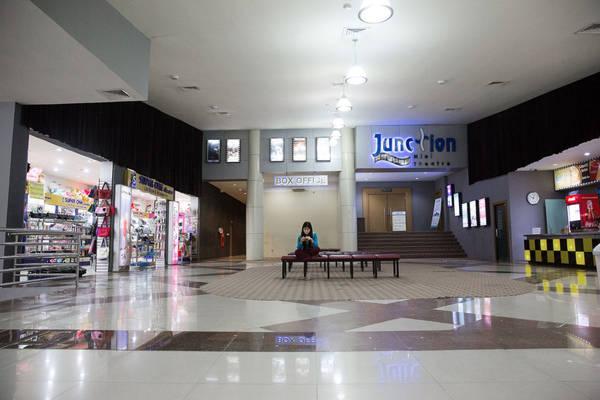 Trung tâm mua sắm được xây dựng cho một thành phố lớn, nhưng cũng ít người qua lại.