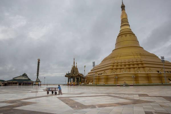 Chùa Uppatasanti vắng bóng khách dù đang là mùa cao điểm du lịch ở các thành phố khác của Myanmar.