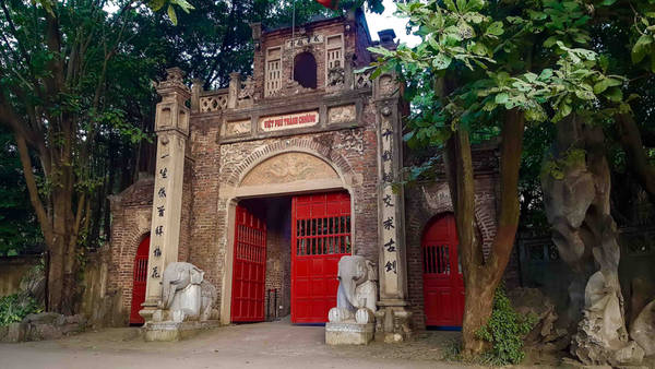 Việt Phủ Thành Chương là một trong những điểm du khách yêu thích tìm hiểu văn hóa không nên bỏ qua khi tới Hà Nội.