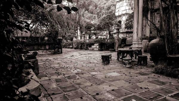 viet-phu-thanh-chuong-ve-dep-tam-linh-thanh-tinh-ivNgay cổng vào đã gợi cho du khách nhớ đến vẻ đẹp cổ xưa của cổng làng Thổ Hà, Đường Lâm.ivu-5