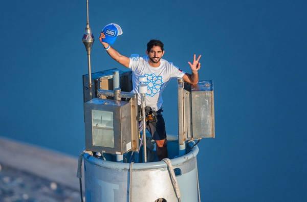Thái tử Dubai là người mê thể thao mạo hiểm: Thái tử Hamdan bin Mohammed Al Maktoum, con trai của Tiểu vương Dubai, đam mê các môn thể thao như nhảy dù, nuôi chim ưng, lặn biển... Tài khoản Instagram của Thái tử ít có những hình ảnh thể hiện cuộc sống hào nhoáng, dù máy bay riêng hay bạn bè nổi tiếng đôi khi xuất hiện. Chủ yếu đó là ảnh chơi thể thao, ảnh chụp với gia đình... Ảnh: Aquila Style.
