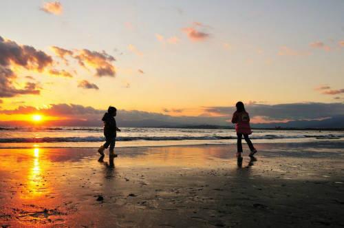 Bãi biển Shonan  Shonan là thiên đường cho môn lướt sóng, và du khách còn có thể ngắm nhìn núi Phú Sĩ. Đây là bãi biển nổi tiếng bậc nhất Nhật Bản, một điểm phải đến khi du khách đến Kanagawa mùa hè. Bờ biển rộng, đẹp cùng nhiều hoạt động thú vị. Mùa du lịch biển ở đây kéo dài 6 tuần từ giữa tháng 7 tới cuối tháng 8. Ảnh: ajari.