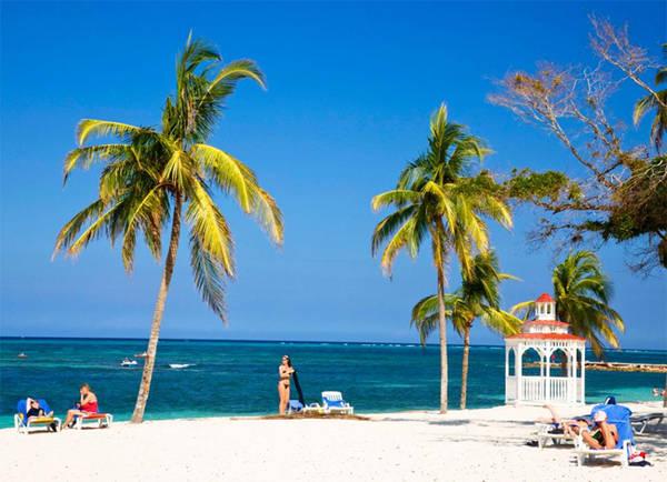 10. Những bãi biển đẹp Cuba có nhiều bãi biển đẹp vào loại nhất thế giới như Playa Guardalavaca (trong ảnh), Playa Paraiso, Playa Sirena, Playa Ancon, Cayo Sabinal, Playa Ensenchachos và Playa Megano. Hãy lên kế hoạch cho những ngày tắm biển và tắm nắng không biết mệt nghỉ.