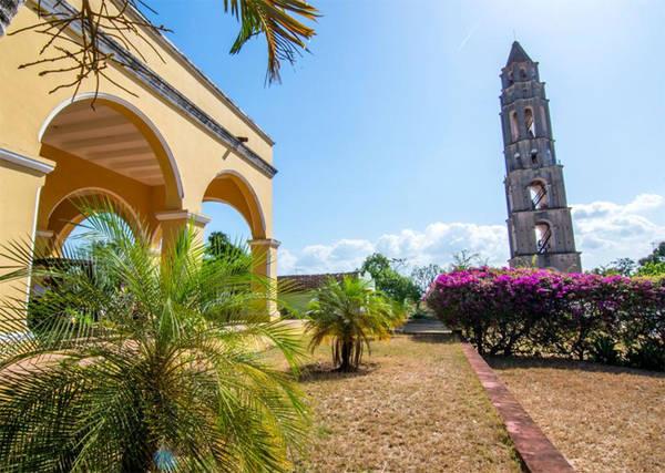 5. Valle de los Ingenios Cuba còn được yêu thích bởi lịch sử phong phú. Tòa tháp cũ nằm ở Trinidad này là một ví dụ. Đây là nơi từng được sử dụng như một nơi để canh chừng và giám sát nô lệ trong Valle de los Ingenios (nhà máy đường).
