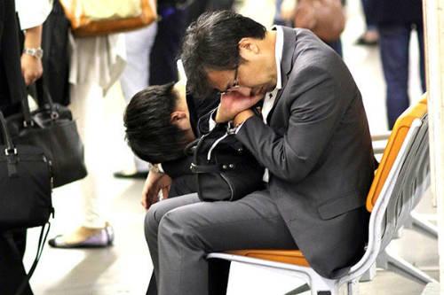 Nếu bạn tự tử, các công ty bảo hiểm quốc gia sẽ không trả tiền cho thân nhân của bạn. Điều luật này bám sát thực tế, khi Nhật Bản là một trong những quốc gia có số lượng các vụ tự tử vì khủng hoảng tinh thần, trốn nợ cao nhất thế giới.