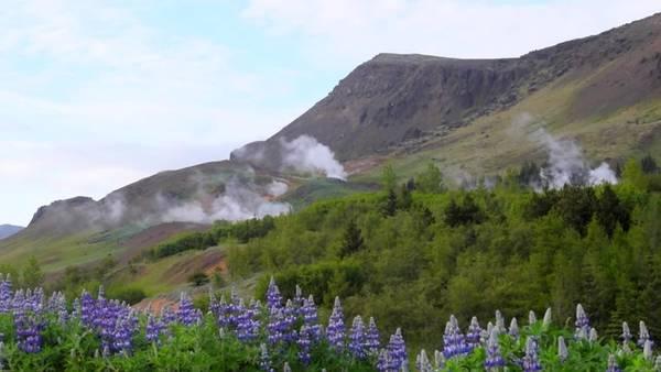 """Cảnh núi lửa có lẽ là điều đáng sợ với nhiều người nhưng với Hilmarsson đó lại là hình ảnh của quê hương. Ông chia sẻ: """"Tôi thực sự may mắn khi được sinh sống ở Iceland. Chúng tôi có núi lửa, sông băng, núi đồi và những dòng suối nước nóng. Còn rất nhiều điều cho du khách khám phá""""."""
