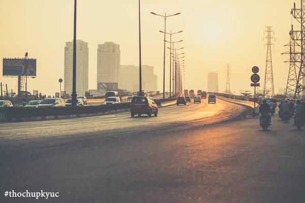 Cầu Sài Gòn chào đón ánh nắng ban mai.
