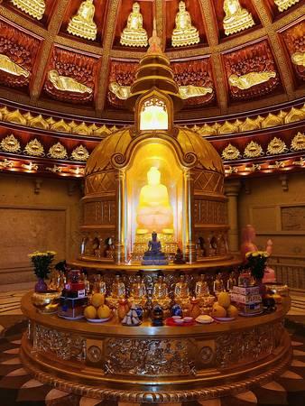 Bảo tháp là nơi lưu giữ xá lợi phật đầu tiên từ Ấn Độ về Việt Nam.