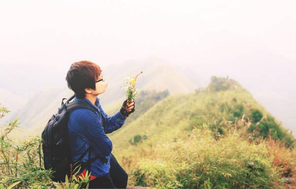 Bù lại, vẻ đẹp của những loài hoa dại, của núi rừng biên cương cùng niềm tự hào khi chạm tay vào cột mốc chủ quyền sẽ khiến hành trình của bạn không thể nào quên.