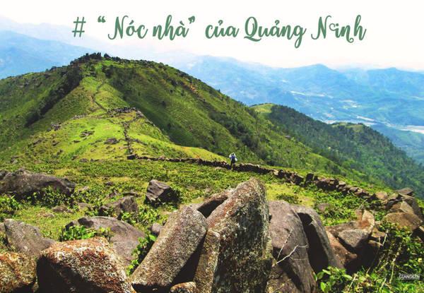 """Bình Liêu sở hữu nhiều ngọn núi cao trên 1.000 m, Cao Ba Lanh với huyền thoại đá thần kêu như chuông, hay đỉnh Cao Xiêm """"nóc nhà"""" của Quảng Ninh. Cao Xiêm có bức tường thành bằng đá trải dài được so sánh như """"Vạn Lý Trường Thành thu nhỏ"""" và chóp inox đánh dấu độ cao 1.429 m thu hút nhiều người trẻ trekking."""