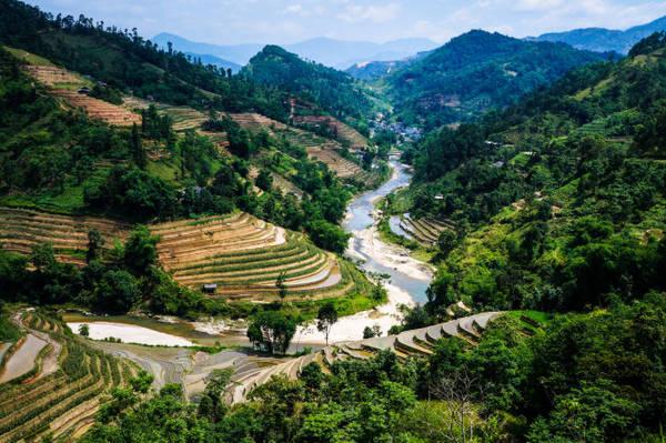 Dòng sông Chảy uốn mình dưới những thửa ruộng bậc thang - Ảnh: HẢI DƯƠNG