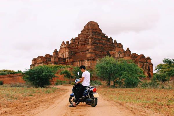 Thuê xe máy là một cách trải nghiệm Bagan dễ dàng hơn.
