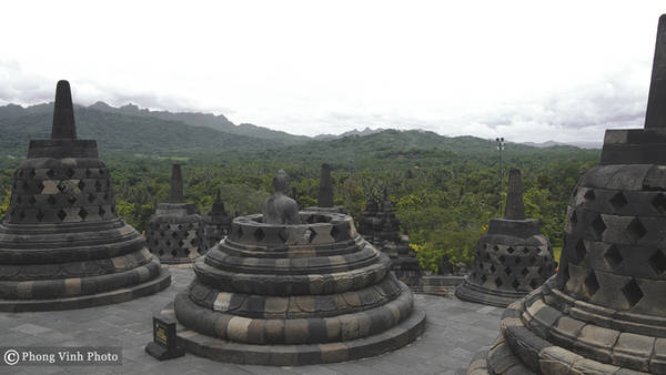 Dù vậy, du khách khi viếng thăm vẫn có cơ hội quan sát kỹ thuật tạc tượng kỳ công qua hơn 400 bức tượng còn lại.
